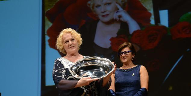 Katia Ricciarelli riceve la Risottiera d'Argento